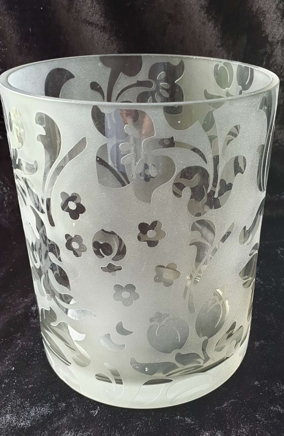 Beautiful Quality Etched Glass Vase. 19th century.