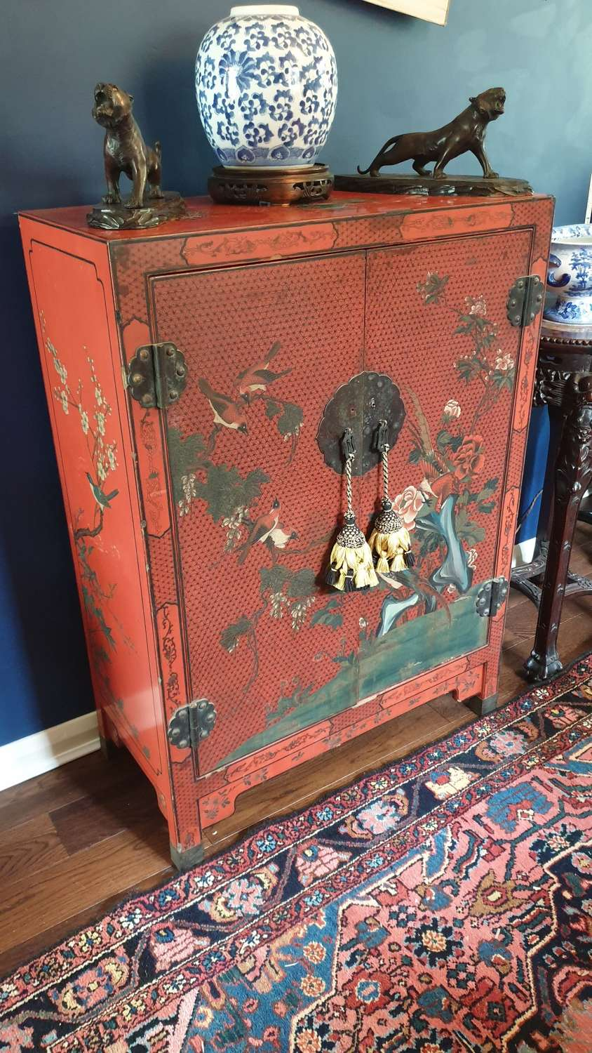 Chinese Cupboard in Lacquered Chinoiserie Design