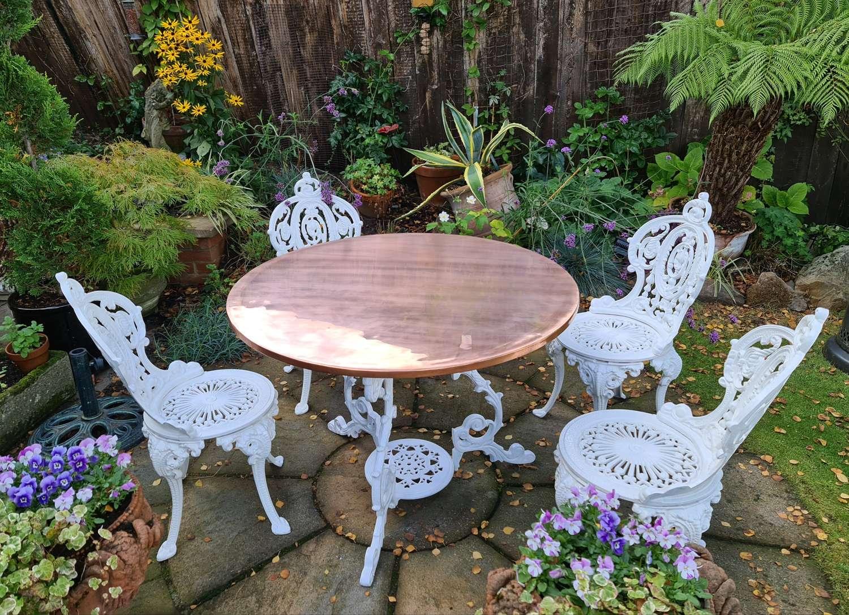 Wonderful Vintage Cast-iron Garden Set