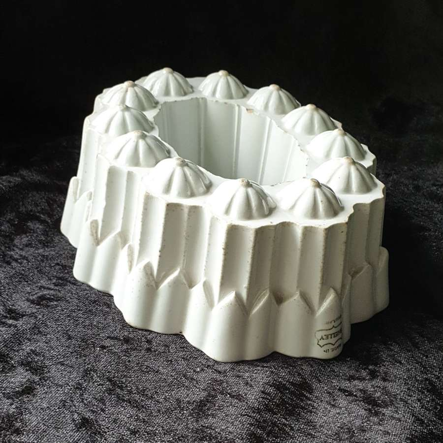 Vintage Jelly/ Blancmange Mould by Shelley.